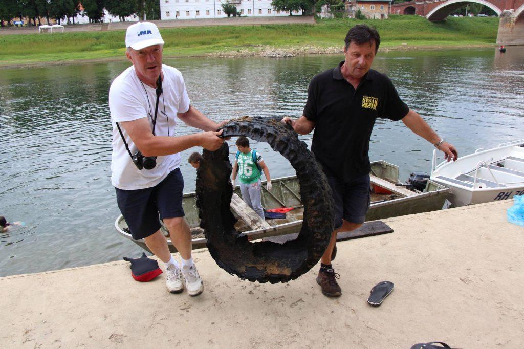 """Ekološka akcija čišćenja korita rijeke Kupe pod nazivom """"Volimo Kupu trajno"""""""