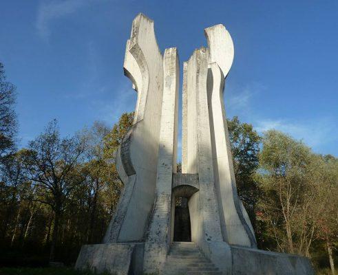 spomenik Brezovica by GGS